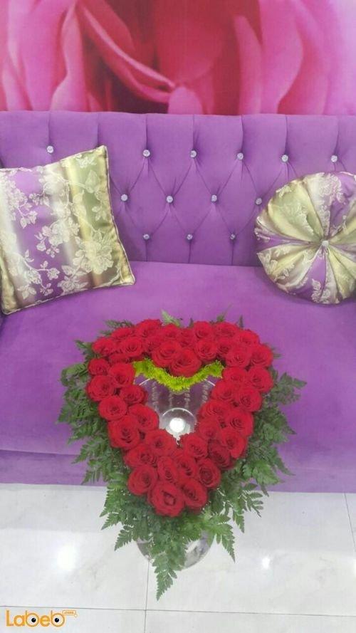 بوكية ورد جوري طبيعية لون أحمر على شكل قلب