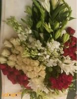 Natural colored flowers for table meetings White and red