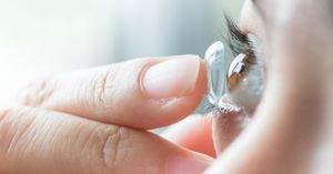 دليل اختيار أفضل عدسات لاصقة مريحة للعين