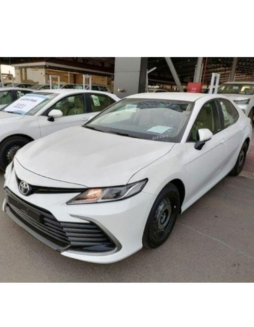 سيارة تويوتا كامري ال إي ستاندرد 2021 جديدة، لون فضي
