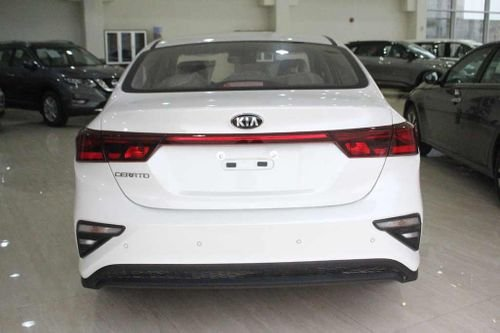 سيارة كيا سيراتو جي تي سيدان 2021 جديدة للبيع، لون أبيض