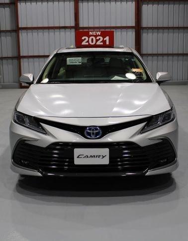سيارة تويوتا كامري جي ال اي اكس هايبرد 2021 جديدة، لون فضي