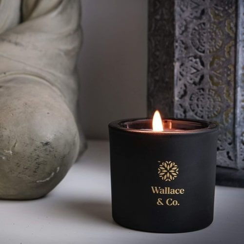 شمعة عطرية شادهافار من واليس اند كو، برائحة العنبر والعود، 200 مل